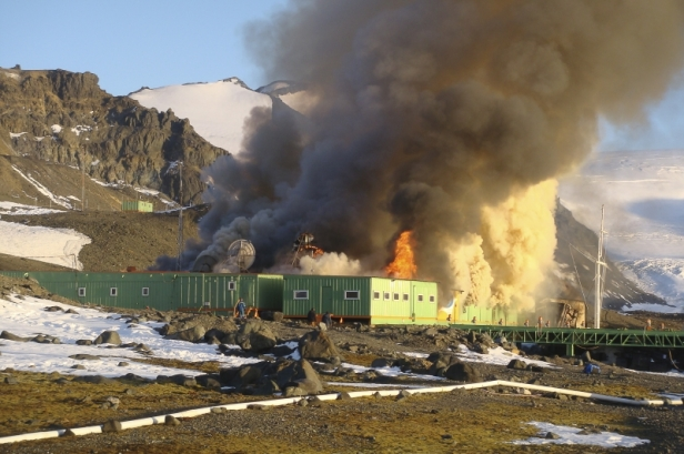 Researchers from Paraná, who conducted research on the Antarctic Continent photographed the moment when the Brazilian station caught fire on 25 February 2012. Photo Credit: Agência Brasil