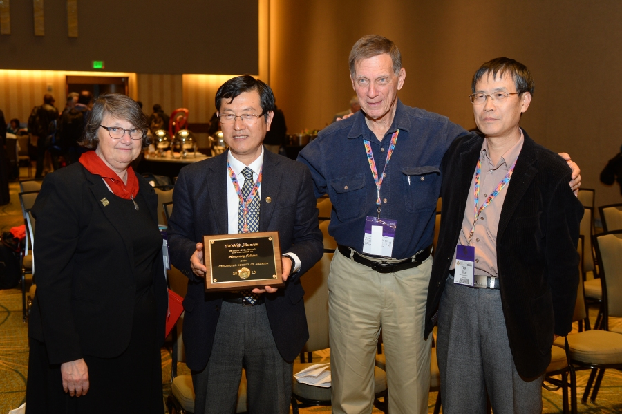 Dr. Shuwen Dong (2nd from the left) proudly displaying GSA IS Honorary Fellow Plaque