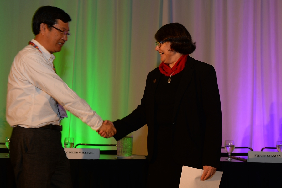 Dr. Shuwen Dong receiving Honorary Fellow Award from Dr. Sue Kay (GSA Awards Ceremony)