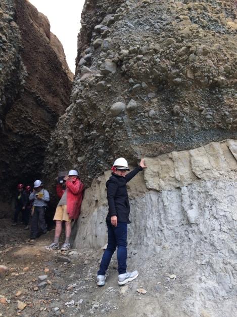 The unconformity of Pliocene marine mudstones overlain by Quaternary gravels.