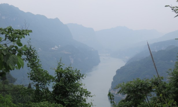 Even in the haze, the towering mountains by the Yangtze River were amazingly impressive.