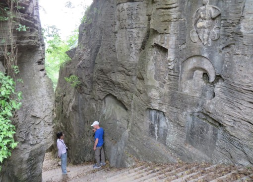Below the Three Gorges Dam, cliff writings were carved into Cambrian limestones where a steep visitor staircase was cut.