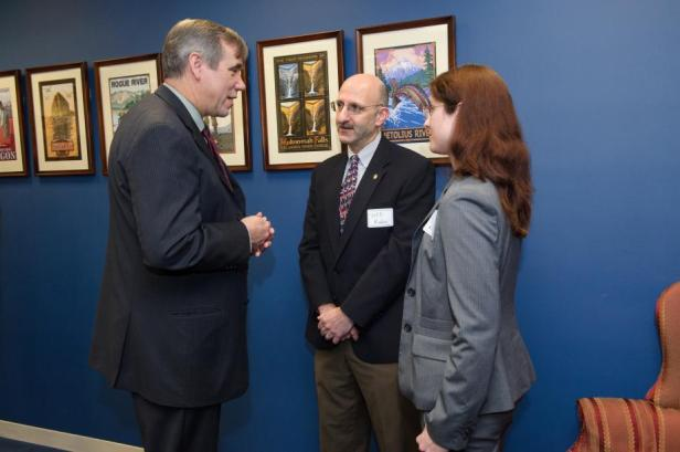 Senator Merkley discusses emergency management with Dr. Rubin.