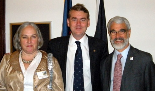 GSA Executive Director Jack Hess and UCAR scientist Betsy Weatherhead discuss science funding with Senator Bennet.