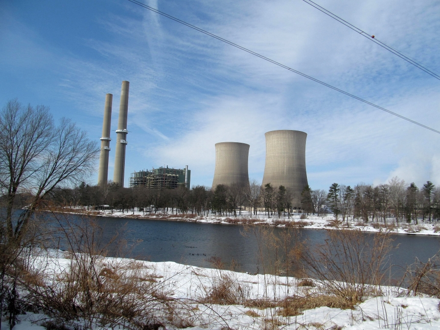 Martins Creek Power Station set behind the Delaware River in Foul Rift, New Jersey. Credit: Doug Kerr, Wikipedia Commons.