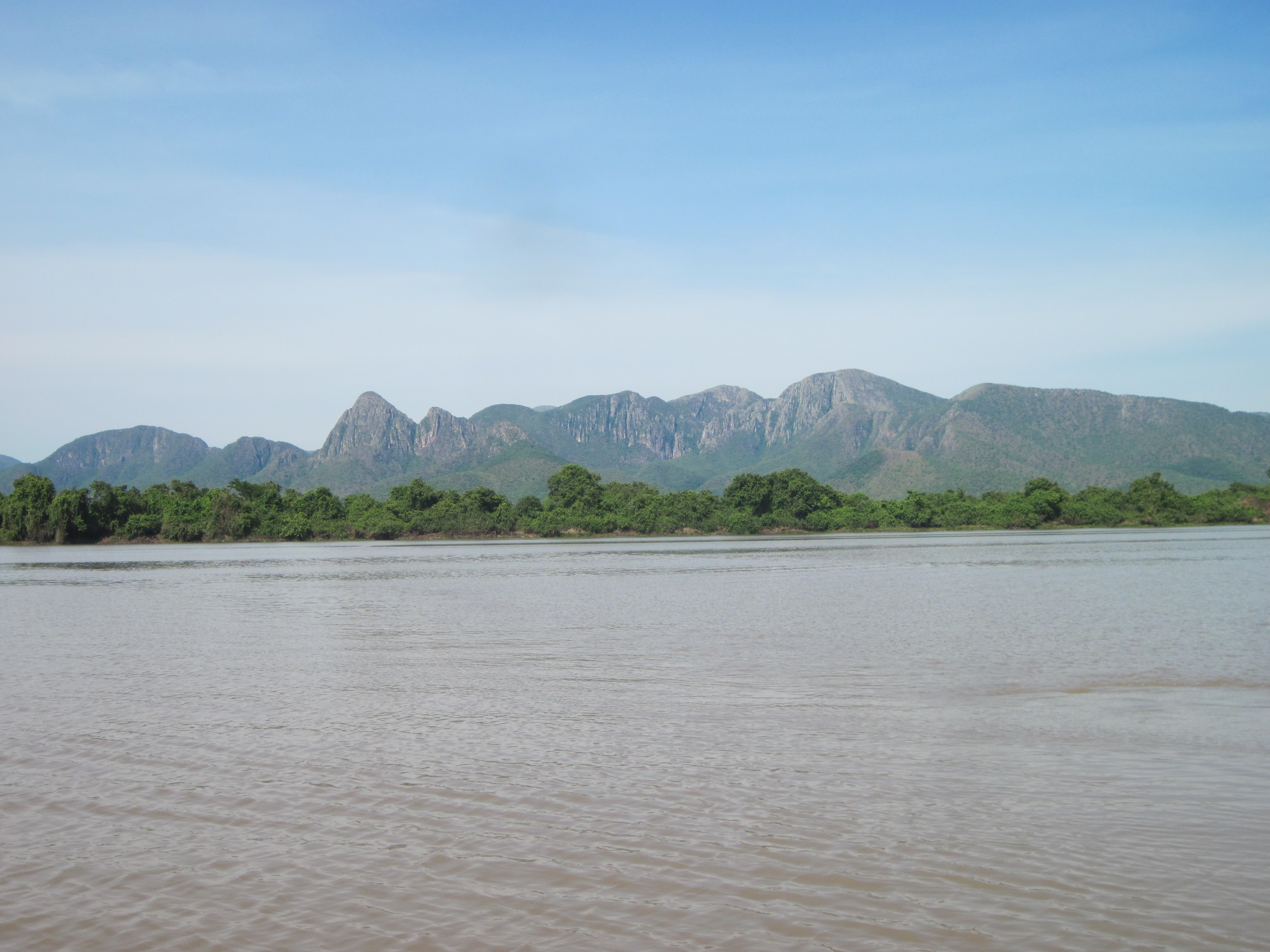 The Pantanal lowland landscape facing west to the Serra do Amolar ridge (left) and view of the Paraguay River facing southeast from the top of the ridge (right).